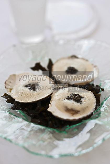 Europe/France/Bretagne/56/Morbihan/Lorient: Huîtres plates de Belon, caviar d'Aquitaine et vermouth, recette de  Jean-Paul Abadie, restaurant: L'Amphytrion