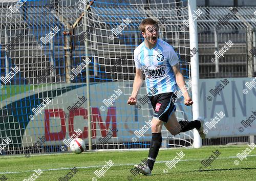 2013-05-05 / voetbal / seizoen 2012-2013 / Verbroedering Geel-Meerhout - Deinze / Arne Hoefnagels (VGM) heeft zojuist de 1-0 op het bord getrapt.