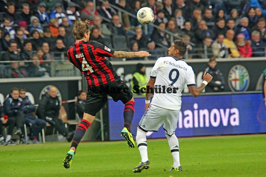 Marco Russ (Eintracht) gegen Kevin-Prince Boateng (Schalke) - Eintracht Frankfurt vs. FC Schalke 04, Commerzbank Arena