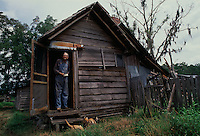 Looking out for a lost cow, elderly bachelor William McKinley Crews has lived his entire life near the Okefenokee Swamp. He begins his day cooking breakfast on a wood stove and pumping water from a well. <br /> <br /> Crews leads a reclusive life on his 160-acre farm in Moccasin Swamp. Having no running water, electricity or telephone, Crews lives in isolation with 14 cats and four heifers.