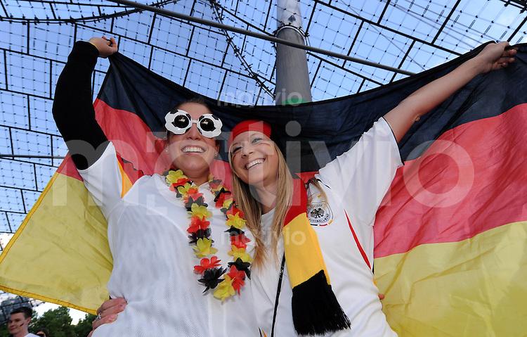 FUSSBALL WM 2010   VORRUNDE    Gruppe D   23.06.2010 PUBLIC VIEWING im Olympiastadion Muenchen beim Spiel Ghana - Deutschland