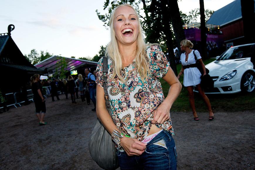 Oslo, 20080815. NY VERSJON: Moods of Norway, show p? Norsk Folkemuseum. Venke Knutson viser fram Moods-trusa si. Foto: Eirik Helland Urke