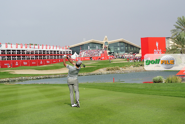 Pablo Larrazabal (ESP) plays his 2nd shot on the 18th hole during Sunday's Round 3 of the Abu Dhabi HSBC Golf Championship 2014 at the Abu Dhabi Gold Club, Abu Dhabi, United Arab Emirates.19th January 2014.<br /> Picture: Eoin Clarke www.golffile.ie