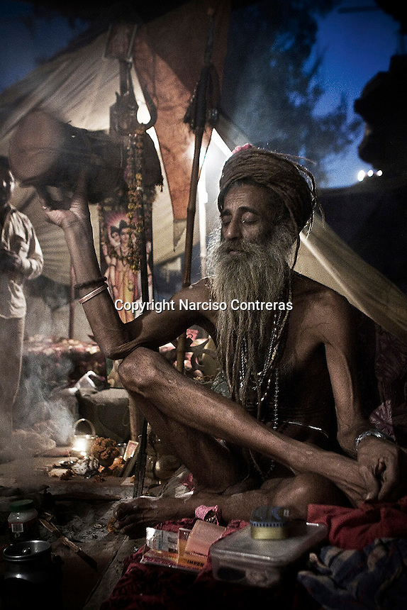 KUMBH MELA. THE NAGA BABAS PROCESSION. A SADHU DURING THE RELIGIOUS MEETING WHERE MORE THAN 20 MILLION DEVOTEES ATTEND IT IN HARIDWAR, INDIA.