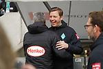 18.01.2020, Merkur Spielarena, Duesseldorf , GER, 1. FBL,  Fortuna Duesseldorf vs. SV Werder Bremen,<br />  <br /> DFL regulations prohibit any use of photographs as image sequences and/or quasi-video<br /> <br /> im Bild / picture shows: <br /> Florian Kohfeldt Trainer / Headcoach (Werder Bremen) begruesst Friedhelm Funkel Trainer / Headcoach (Fortuna Duesseldorf), <br /> <br /> Foto © nordphoto / Meuter