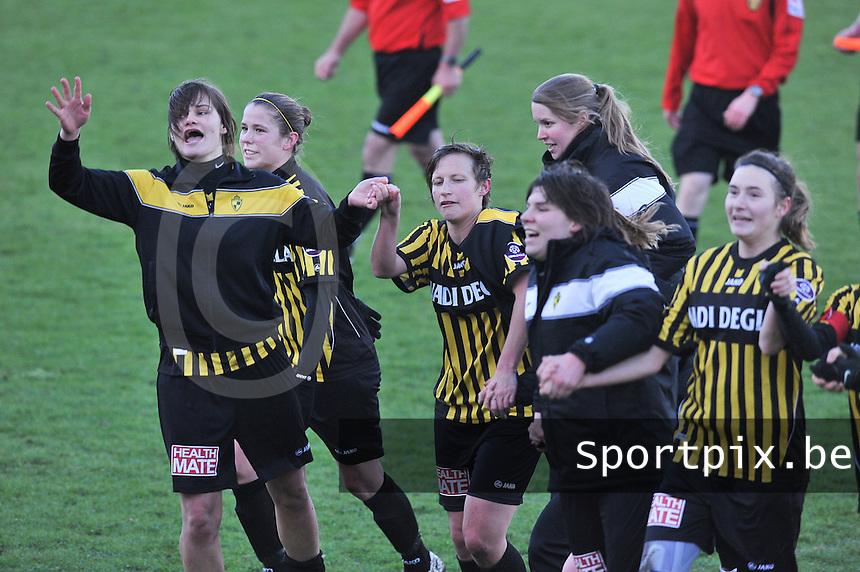 RSC Anderlecht Dames - WD Lierse SK : vreugde bij Lierse na de wedstrijd met Lotte Aertsen (links).foto DAVID CATRY / Vrouwenteam.be