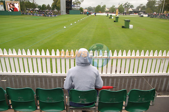 20th September, 2006. Dublin Ireland. Ryder Cup practise day 2 at the K club..A diehard fan at the above..Photo: Barry Cronin/ Newsfile.