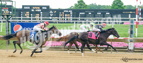 Sister Blues winning at Delaware Park on 7/4/15