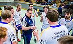 Stockholm 2014-03-02 Handboll Elitserien Hammarby IF - Ystads IF :  <br /> Ystads tr&auml;nare Mats Engblom i aktion under en timout med Ysrads spelare<br /> (Foto: Kenta J&ouml;nsson) Nyckelord:  Ystad Bajen HIF tr&auml;nare manager coach