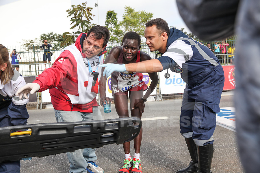 SÃO PAULO, SP - 17.05.2015 - MARATONA-SP - A queniana Carolyne Chemutai, primeira colocada feminina da XXI Maratona de São Paulo, que ocorre neste domingo (17), a maratona tem um percurso de 42km com sua largada e chegada no Parque do Ibirapuera, zona sul de São Paulo (Foto: Douglas Pingituro / Brazil Photo Press)