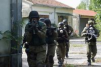 Vicenza settembre 2014, European Union Police Services Training 2011-2013&rdquo; (EUPST 2011-2013).<br /> Esercitazione, iniziata il 15 settembre 2014. a favore di circa 500 esperti di 45 Forze di Polizia di 35 Paesi UE, Unione Africana (AU) ed Exta UE contributori della Politica di Sicurezza e Difesa Comune, nonch&egrave; di 10 Organizzazioni internazionali, riguardante lezioni teoriche e pratiche nei settori tipici delle missioni internazionali di pace (gestione del quartier generale di una missione di Polizia internazionale, ordine pubblico, investigazioni sulla criminalit&agrave; organizzata locale dedita anche al traffico di esseri umani ed al traffico illecito di rifiuti, indagini forensi, attivit&agrave; delle Unit&agrave; di intervento speciale, dei servizi di protezione e della bonifica di ordigni esplosivi, nonch&eacute; nozioni sul rispetto dei diritti umani, parit&agrave; di genere e protezione dei gruppi vulnerabili.
