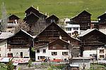 Chalets de Pierregrosse c&eacute;l&egrave;bres pour leurs toits en fuste datant du XVIII eme si&egrave;cle<br /> Pieregrosse wooden chalets
