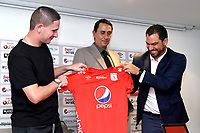 CALI-COLOMBIA , 17-06-2019.Presentación del nuevo técnico del America de Cali,señor Alexandre Guimaraes (Centro),lo acompaña Ricardo Pérez presidente ejecuitivo del club y Juliano Fontana,asistente del director técnico(Izq.)./Presentation of the new coach of America de Cali, Mr. Alexandre Guimaraes (Center), is accompanied by Ricardo Pérez, the club's president and Juilano Fontana assistant of coach. Photo: VizzorImage/ Nelson Rios / Contribuidor