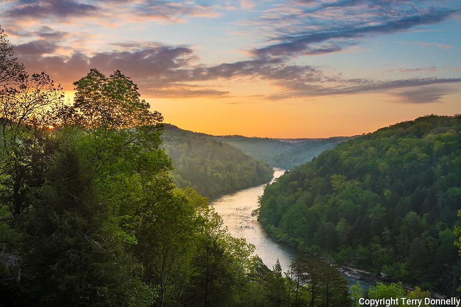 Cumberland Falls State Park, Kentucky:<br /> Sunrise over Cumberland river winding through Appalachian hills