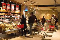 Roma, .Supermercato Coop Laurentino.Anziana al banco carne.Rome.Supermarket Coop Laurentino..Rome.Supermarket Coop Laurentino.