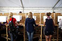 Internet café. Photo: Magnus Fröderberg/Scouterna