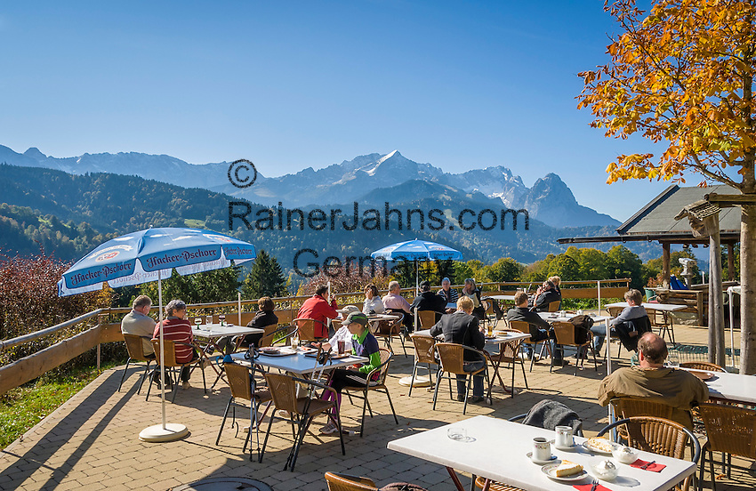Germany, Upper Bavaria, Garmisch-Partenkirchen: Pfeiffer-Alm, at background Wetterstein mountains with summits Alpspitze, Zugspitze and Waxenstein | Deutschland, Bayern, Oberbayern, Garmisch-Partenkirchen: auf der Pfeiffer-Alm am Fusse des Wank, im Hintergrund das Wettersteingebirge mit Alpspitze, Zugspitze und Waxenstein