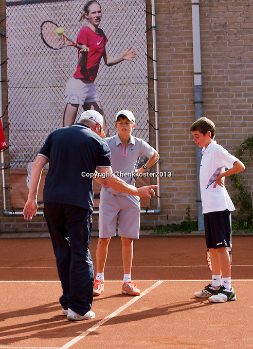08-08-13, Netherlands, Rotterdam,  TV Victoria, Tennis, NJK 2013, National Junior Tennis Championships 2013, Discussion on a line with umpire<br /> <br /> <br /> Photo: Henk Koster