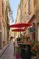 France, Provence-Alpes-Côte d'Azur, Saint-Tropez: old town lane | Frankreich, Provence-Alpes-Côte d'Azur, Saint-Tropez: Altstadtgasse