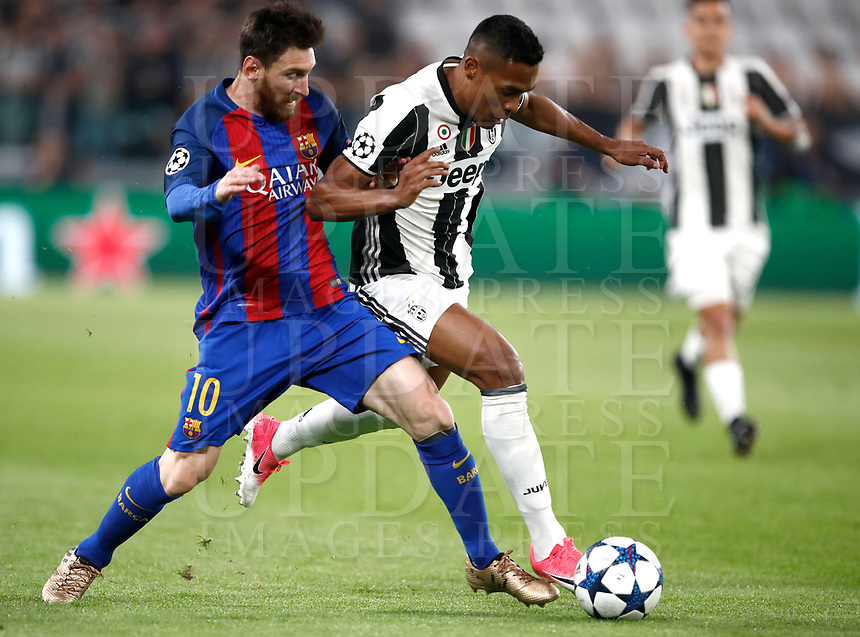Football Soccer: UEFA Champions UEFA Champions League quarter final first leg Juventus-Barcellona, Juventus stadium, Turin, Italy, April 11, 2017. <br /> Barcellona's Lionel Messi (l) in action with Juventus Alex Sandro (r) during the Uefa Champions League football match between Juventus and Barcelona at the Juventus stadium, on April 11 ,2017.<br /> UPDATE IMAGES PRESS/Isabella Bonotto