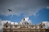 Città del Vaticano, 24 Febbraio, 2013. Un piccione in volo su Piazza San Pietro.