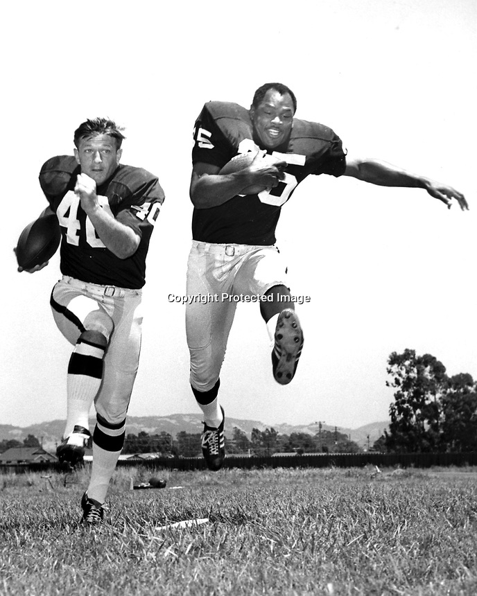 Oakland Raiders running backs Pete Banazak and Hewritt Dixon..(1968 photo/Ron Riesterer)