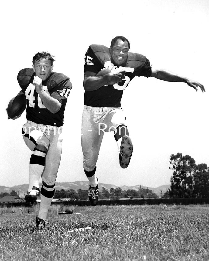 Oakland Raiders running backs Pete Banazak and Hewritt Dixon..(1968 photo/Ron Riesterer)
