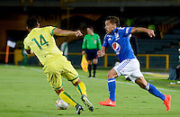 BOGOTA -COLOMBIA, 10-08-2016.Acción de juego entre  Millonarios   y el  Bucaramanga  durante el encuentro  por la fecha 14 de la Liga Aguila II 2016 disputado en el estadio Nemesio Camacho El Campín./ Actions game between  Millonarios and Bucaramanga  fights the ball l against  of Bucarmanga    during match for the date 14 of the Aguila League II 2016 played at Nemesio Camacho El Campin stadium . Photo:VizzorImage / Christian  Álvarez / Contribuidor