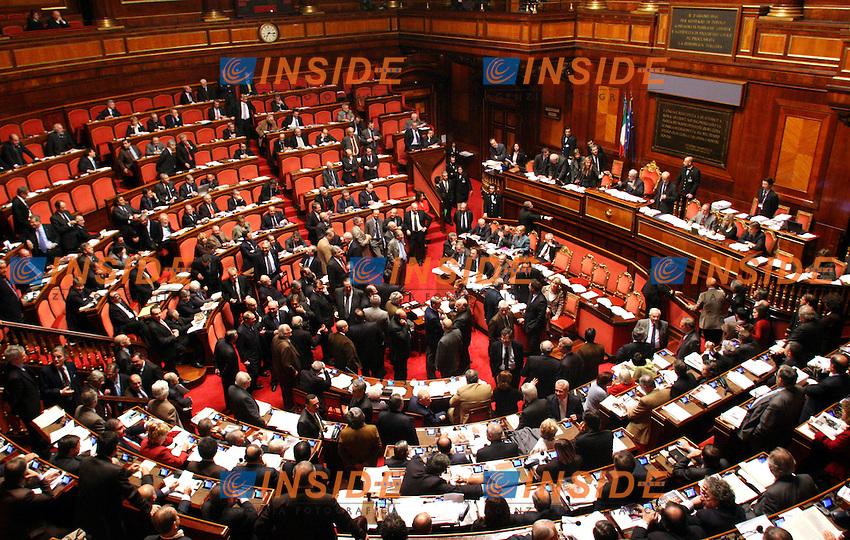 Roma 15-12-2006 Senato: Voto di fiducia sul maxi emendamento della Finanziaria 2007<br /> Nella fotol'aula durante la votazione<br /> Photo Serena Cremaschi Inside (www.insidefoto.com)