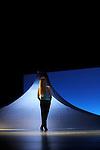 INANNA..Choregraphie : Carolyn Carlson..Lumière : Remi Nicolas..Scenographie : Evan Burnet-Smith..Costumes : Manue Piat..Masques : Monique Luyton..Avec : ..Chinatsu Kosakatani..Isida Micani..Sara Orselli..Sonia Rocha..Cristina Santucci..Sara Simeoni..Alessandra Vigna..Compagnie : Centre choregraphique national de Roubaix Nord Pas de Calais / Atelier de Paris Carolyn Carlson..Lieu : Théâtre National de Chaillot..Ville : Paris..Le 15/02/2012..© Laurent Paillier / photosdedanse.com..All rights reserved