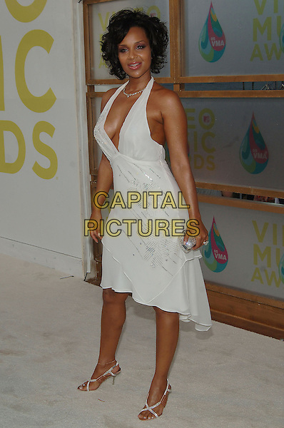 LISARAYE.MTV Video Music Awards.Arrivals held at the American Airlines Arena,.Miami, 28th August 2005.full length white halter neck dress silver detail clutch bag purse.Ref: ADM/JW.www.capitalpictures.com.sales@capitalpictures.com.© Capital Pictures.v-neck plunging neckline