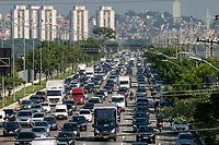 SÃO PAULO, SP, 26.03.2019: TRÂNSITO-SP - Motoristas enfrentam trânsito intenso na Marginal Pinheiros, sentido bairro na altura da Raia da USP, na zona Sul de São Paulo, na manhã desta terça-feira (26). (Foto: Marivaldo Oliveira/Código19)