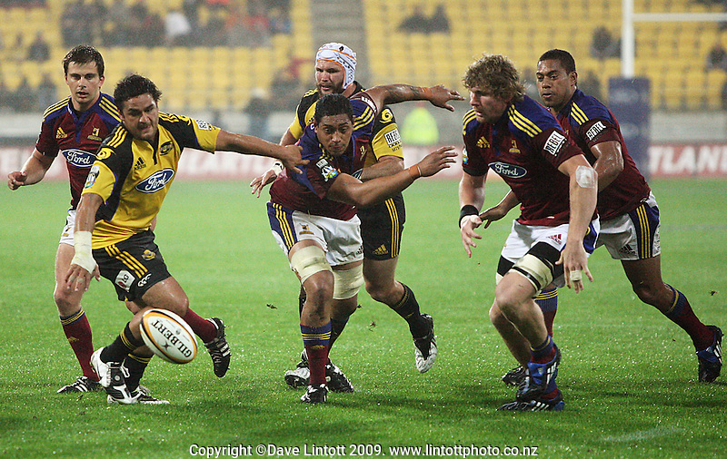 From left: Sean Romans, Piri Weepu, Anthony Perenise, Scott Waldrom, Adam Thomson and Alando Soakai chase loose ball during the Super 14 rugby union match between the Hurricanes and Highlanders at Westpac Stadium, Wellington, New Zealand on Friday 20 February 2009. Photo: Dave Lintott / lintottphoto.co.nz