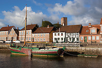 Denmark, Jutland, Ribe: Riverfront houses and tower of Ribe Domkirke | Daenemark, Juetland, Ribe: eine der aeltesten Staedte Daenemarks, hinter Haeuserfront die Tuerme des Doms zu Ribe (Ribe Domkirke)