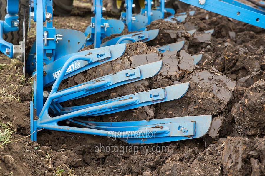 Ploughing pea land with a 5 furrow Lemken plough and John Deere tractor - Lincolnshire, July