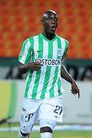 MEDELLÍN -COLOMBIA-04-03-2014. John Valoy de Atlético Nacional celebra un gol anotado a Uniautónoma durante partido por la fecha 10 de la Liga Postobón I 2014 jugado en el estadio Atanasio Girardot de la ciudad de Medellín./ AtleticoNacional Player John Valoy celebrates a goal scored to Uniautonoma during match for the 10th date of the Postobon League I 2014 at Atanasio Girardot stadium in Medellin city. Photo: VizzorImage/Luis Ríos/STR