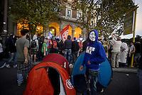 Roma, 19 Ottobre 2013<br /> Corteo contro l'austerità e la precarietà<br /> Il corteo entra a Porta Pia e si montano tende par accamparsi davanti al Ministero delle infrastrutture