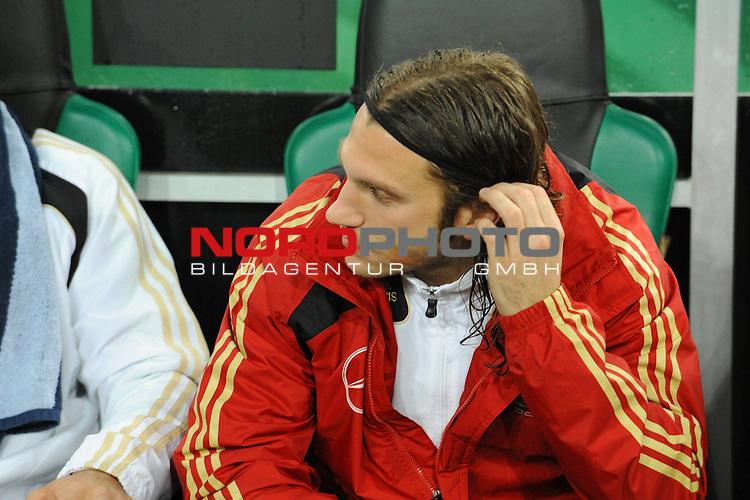 Fussball, L&auml;nderspiel, WM 2010 Qualifikation Gruppe 4 in M&ouml;nchengladbach ( Borussia Park ) <br />  Deutschland (GER) vs. Wales ( GB ) 1:0 ( 0:0 )<br /> <br /> Auf der Ersatzbank<br /> <br /> Torsten Frings ( Ger /  Werder Bremen #08) <br /> <br /> Foto &copy; nph (  nordphoto  )<br />  *** Local Caption ***
