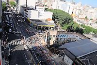SAO PAULO, SP, 01 MARCO 2013 -Parte da Av Liberdade continua interditado. Um pedestre morreu no desabamento de um imóvel no Centro de São Paulo na noite ontem quinta-feira (28). Segundo o Corpo de Bombeiros, o acidente aconteceu na Avenida da Liberdade, na altura do número 700, em uma obra de um antigo bar.(FOTO: ADRIANO LIMA / BRAZIL PHOTO PRESS).