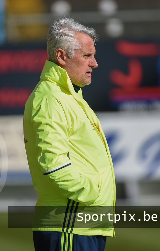 20170323 - BEVEREN , BELGIUM : Swedish coach Claes Eriksson pictured during the UEFA Under 19 Elite round game between Sweden U19 and Belgium U19, on the first matchday in group 7 of the Uefa Under 19 elite round in Belgium , thursday 23 th March 2017 . PHOTO SPORTPIX.BE | DIRK VUYLSTEKE