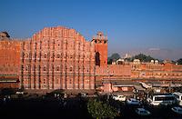 INDIA Rajasthan Jaipur, Hawa Mahal or Palace of winds, built in 1799 by Maharaja Sawai Pratap Singh / INDIEN Rajasthan Jaipur, Hava Mahal, Palast der Winde