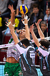 11.11.2017, Arena Kreis Dueren, Dueren<br />Volleyball, Bundesliga MŠnner / Maenner, Normalrunde, SWD powervolleys DŸren / Dueren vs. Netzhoppers Kšnigs / Koenigs Wusterhausen<br /><br />Angriff Bjšrn / Bjoern Andrae (#8 Netzhoppers) - Block / Doppelblock Michael Andrei (#11 Dueren), Stijn D'Hulst (#5 Dueren)<br /><br />  Foto © nordphoto / Kurth