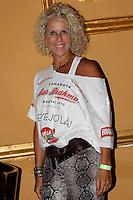 SAO PAULO,SP, 01 DE FEVEREIRO 2012. APRESENTACAO MADRINHA DO CAMAROTE BAR BRAHMA. A estilista Paola Robba, na apresentacao de Ellen Roche, como madrinha do camarote Bar Brahma, no carnaval de SP.  Na noite desta quarta-feira, no bar Brahma, regiao central de SP. (FOTO: MILENE CARDOSO- NEWS FREE)