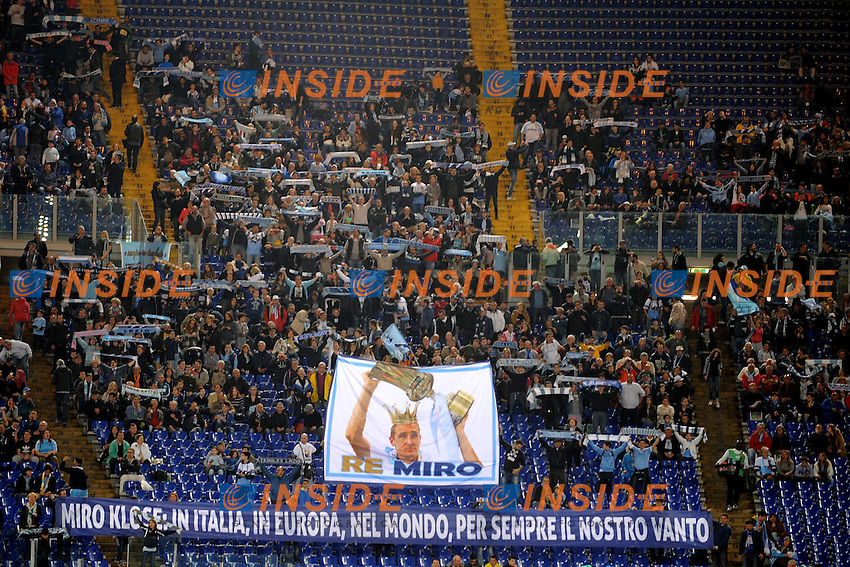 i tifosi salutano Miroslav  Klose<br /> Roma 15-05-2016  Stadio Olimpico<br /> Campionato Serie A,<br /> Lazio - Fiorentina<br /> Foto Antonietta Baldassarre / Insidefoto