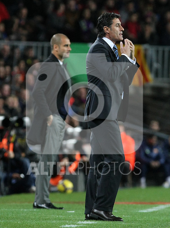 Getafe's coach Michel Gonzalez (r) and FC Barcelona's Pep Guardiola (l) during La Liga match.(ALTERPHOTOS/Acero)