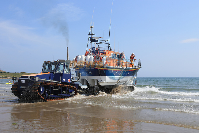 Clogherhead lifeboat RNLB Dorris Beasdale launching on service to two people stranded on a sand bank off Blackroack, Co Louth, with an incoming tide.<br /> Picture:  Fran Caffrey / www.newsfile.ie