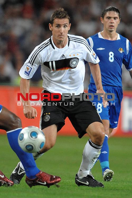 Fussball, L&auml;nderspiel, WM 2010 Qualifikation Gruppe 4 in D&uuml;sseldorf<br />  Deutschland (GER) vs. Aserbaidschan ( AZE )<br /> <br /> Miroslav Klose ( GER /  Bayern #11)<br /> <br /> <br /> Foto &copy; nph (  nordphoto  )<br />  *** Local Caption *** <br /> <br /> Fotos sind ohne vorherigen schriftliche Zustimmung ausschliesslich f&uuml;r redaktionelle Publikationszwecke zu verwenden.<br /> Auf Anfrage in hoeherer Qualitaet/Aufloesung