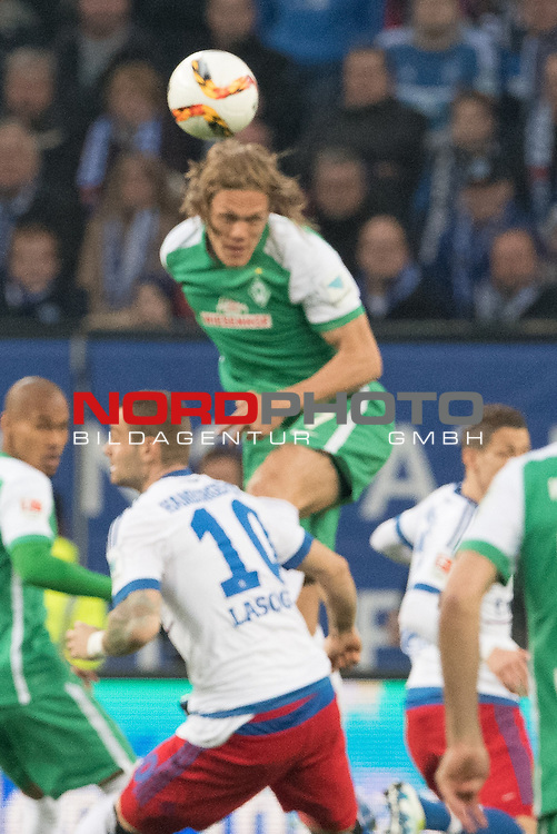 22.04.2016, Volksparkstadion, Hamburg, GER, 1.FBL. Hamburger SV vs Werder Bremen , im Bild<br /> <br /> Pierre-Michel Lasogga (Hamburger SV #10)n<br /> Jannik Vestergaard  (Bremen #7)<br /> <br /> Foto &copy; nordphoto / Kokenge