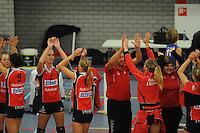 VOLLEYBAL: GRONINGEN: Topsportcentrum Alfacollege, 27-10-2012, Eredivisie Dames, Eindstand 1-3, na afloop van de wedstrijd blijdschap bij de speelsters en begeleiding van VC Sneek, ©foto Martin de Jong