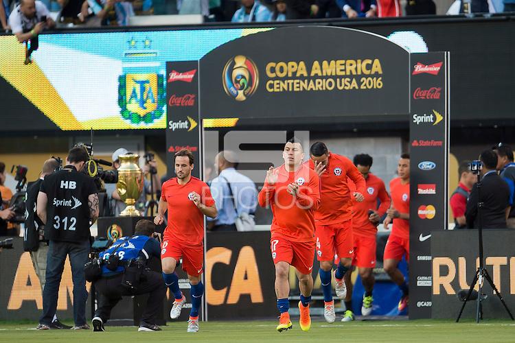 Action photo during the match Argentina vs Chile  at MetLife Stadium. Copa America Centenario 2016. ---Foto de accion durante el partido Argentina vs Chile en el Estadio de la  MetLife, Partido Correspondiente a la Gran Final de la Copa America Centenario USA 2016, en la foto:  Gary Medel<br /> <br /> --- - 26/06/2016/MEXSPORT/Osvaldo Aguilar.